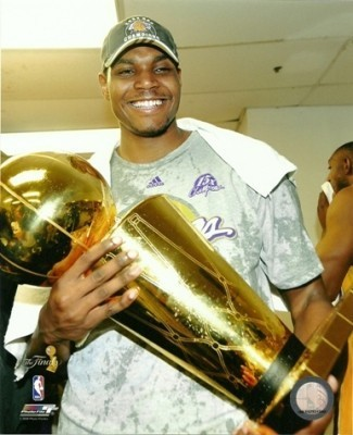 Andrew Bynum Lakers 2009 NBA Champions w/ Trophy 8x10 Photo